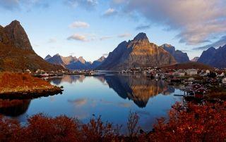 Lofoten - Reine at sunrise